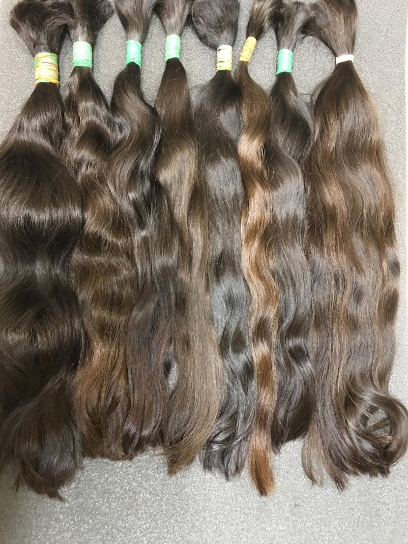 Славянские волнистые неокрашенные волосы в срезах  в длине 41-50 см