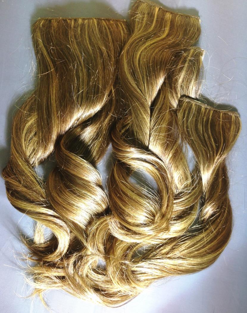 Натуральные мелированные вьющиеся волосы на заколках