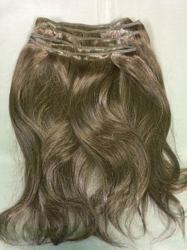 Натуральные каштановые вьющиеся волосы на трессе