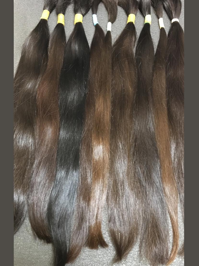 Славянские прямые неокрашенные волосы в срезах темных оттенков в длине 51-60 см